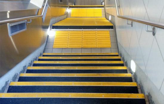 BOLD STEP anti-slip tread application